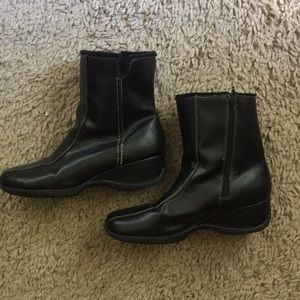Sporto women's low cut boots.